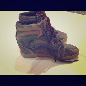 Camo wedged hightop vans